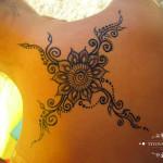 henna hena chrbat mandala