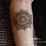 henna ruka mandala kvet