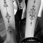 henna hena ruky geometricka stvorce sipky